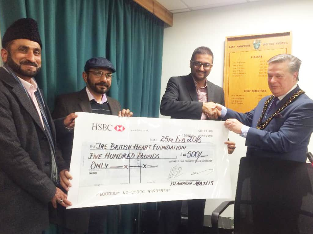 East Hampshire Muslims present charity cheque